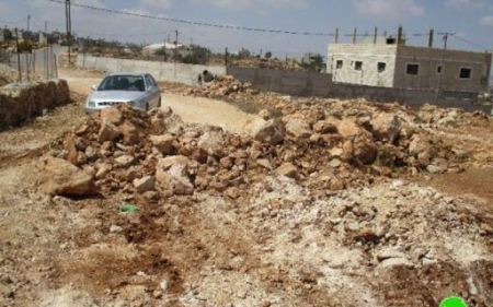 Israeli forces close off agricultural roads south of Hebron
